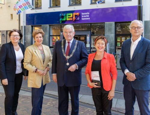 Burgemeester Jan van Zanen op bezoek bij PEP Huis