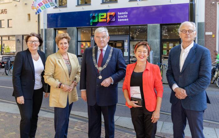 Bezoek Burgemeester Jan van Zanen PEP Huis. Foto: Michel Heerkens